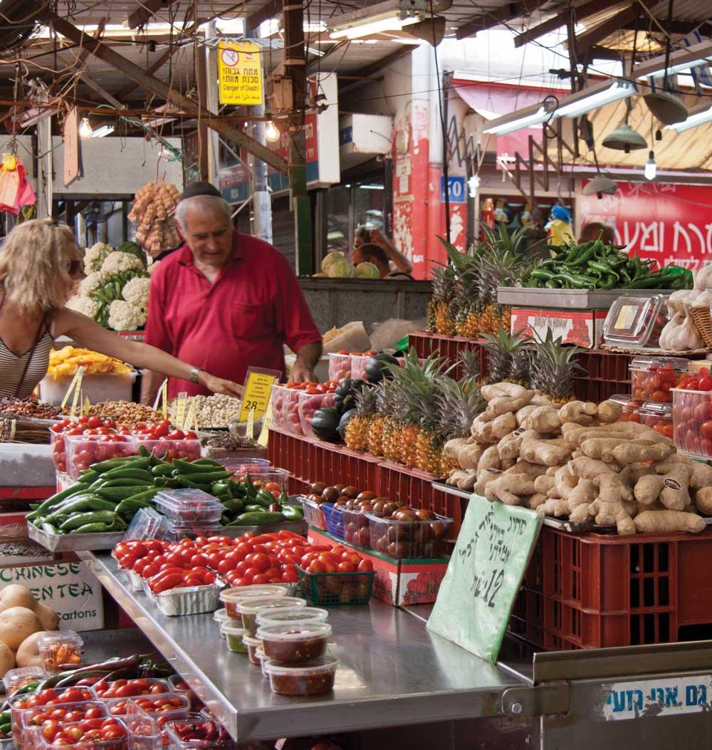 Le marché Carmel offre des fruits, légumes et de la maroquinerie. Explosion de couleurs et d'odeurs…