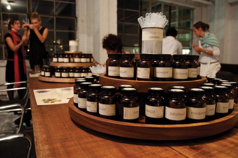 Eau de parfum en format 10 ml ou 50 ml (prix selon le choix des essences) chez Essence Workshop