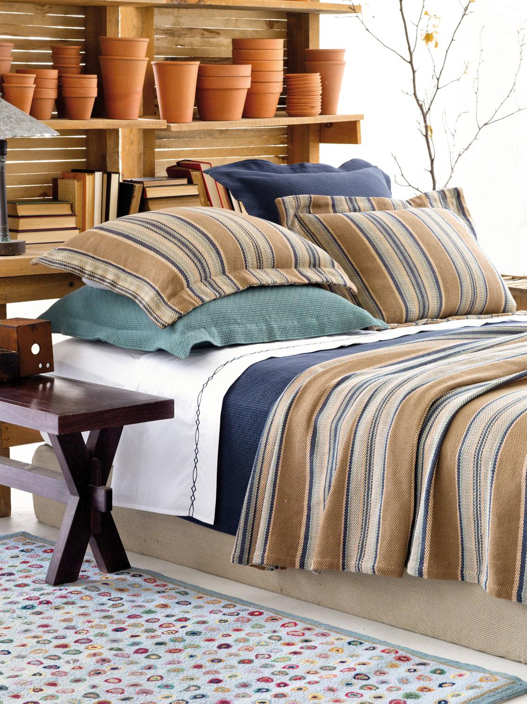 produits-contemporains-aux-couleurs-vibrantes-et-aux-textures-riches