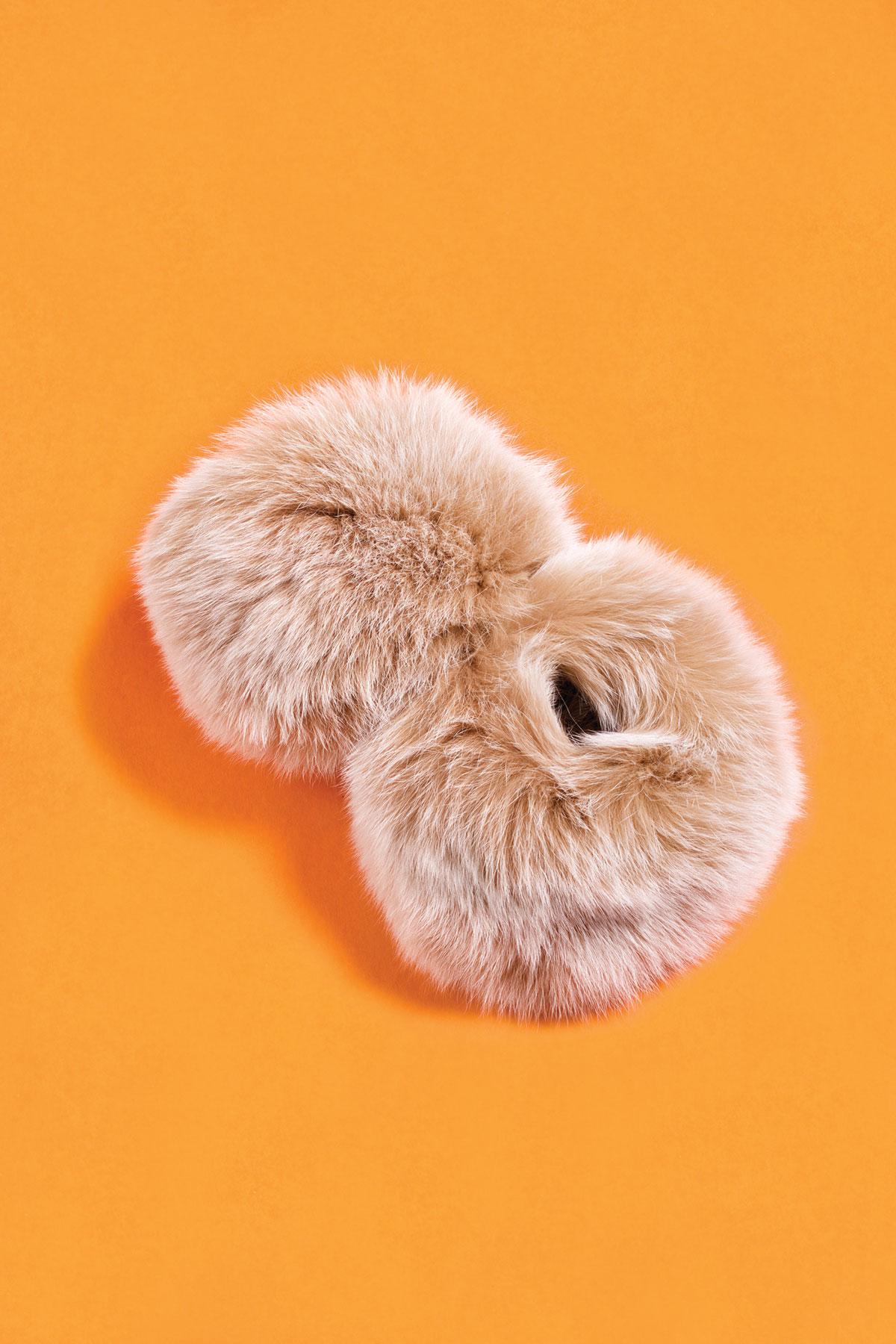 m08-accessoires-poignets-de-fourrure-fur-cuff-ogilvy