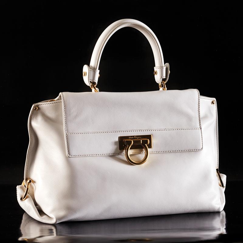 m11-accessoires-sac-blanc-white-bag-salvatore-ferragammo-ogilvy-chaussures