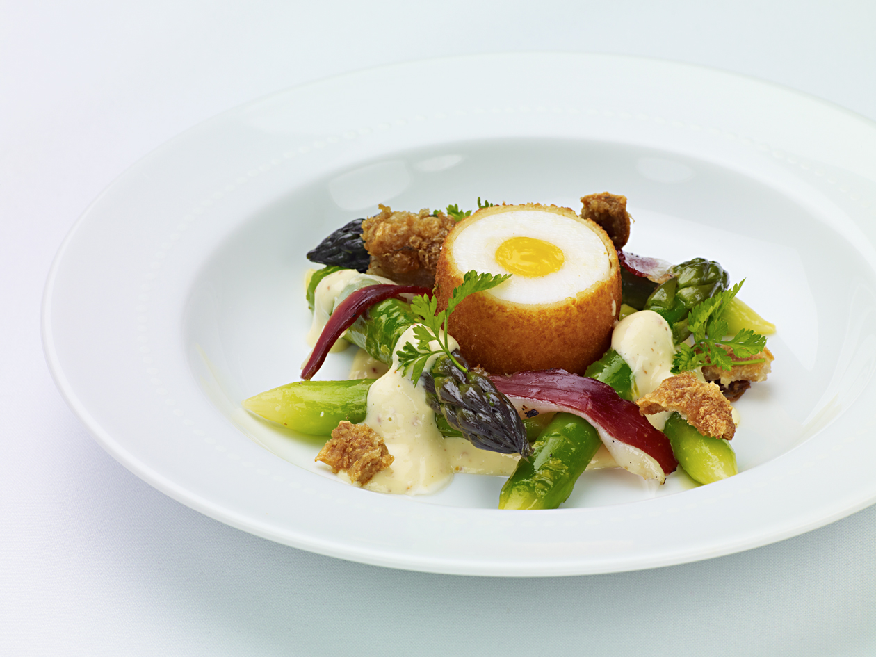 Salade-d'Asperges-et-Oeuf-Frit