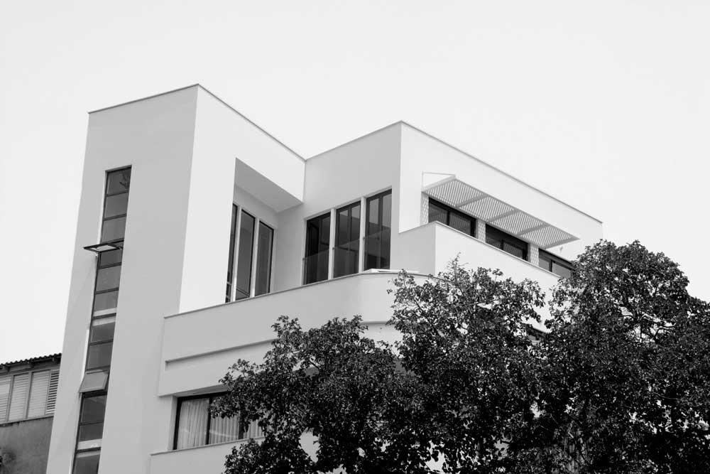 Quelques exemples de l'architecture de type Bauhaus. Les édifices ne sont pas tous bien entretenus mais, petit à petit, Tel-Aviv se refait une beauté.