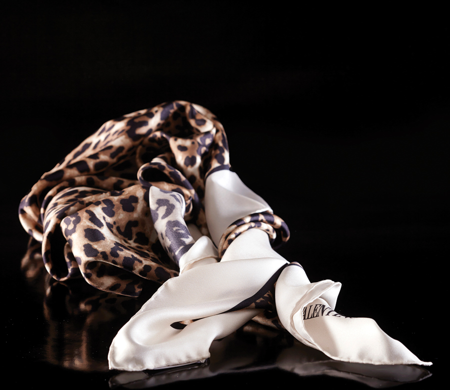 m11-accessoires-foulard-scarf-valentino-ogilvy-accessoires