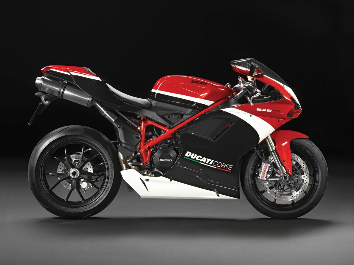 m11-automobiles-ducati-la-ferrari-des-motos-05